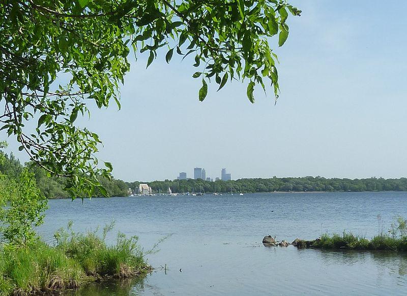 800px-Minneapolis-Lake_Harriet-2012