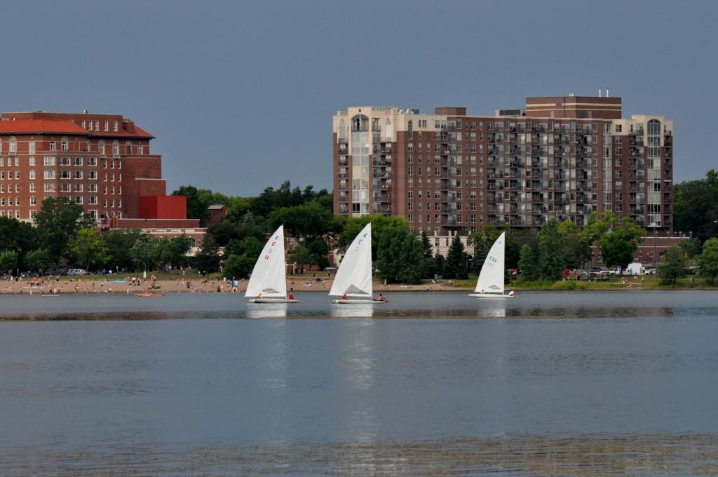 Northwest_View_-_Lake_Calhoun,_Minneapolis,_MN